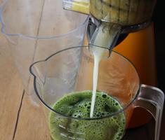 Kale celery pineapple juice-2